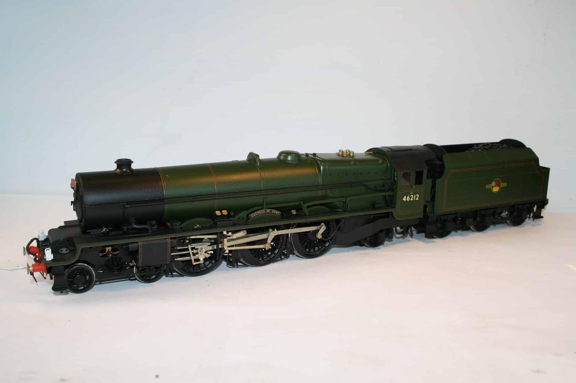 """BR(M) Class 8P 4-6-2 tender engine 46212 """"Duchess of Kent"""""""