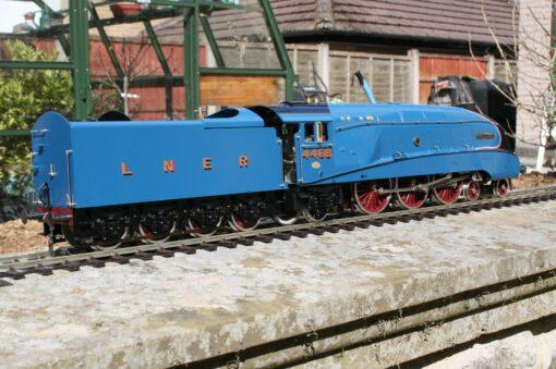 """LNER Class A4 4-6-2 tender engine 4468 """"Mallard"""" in Garter Blue livery"""