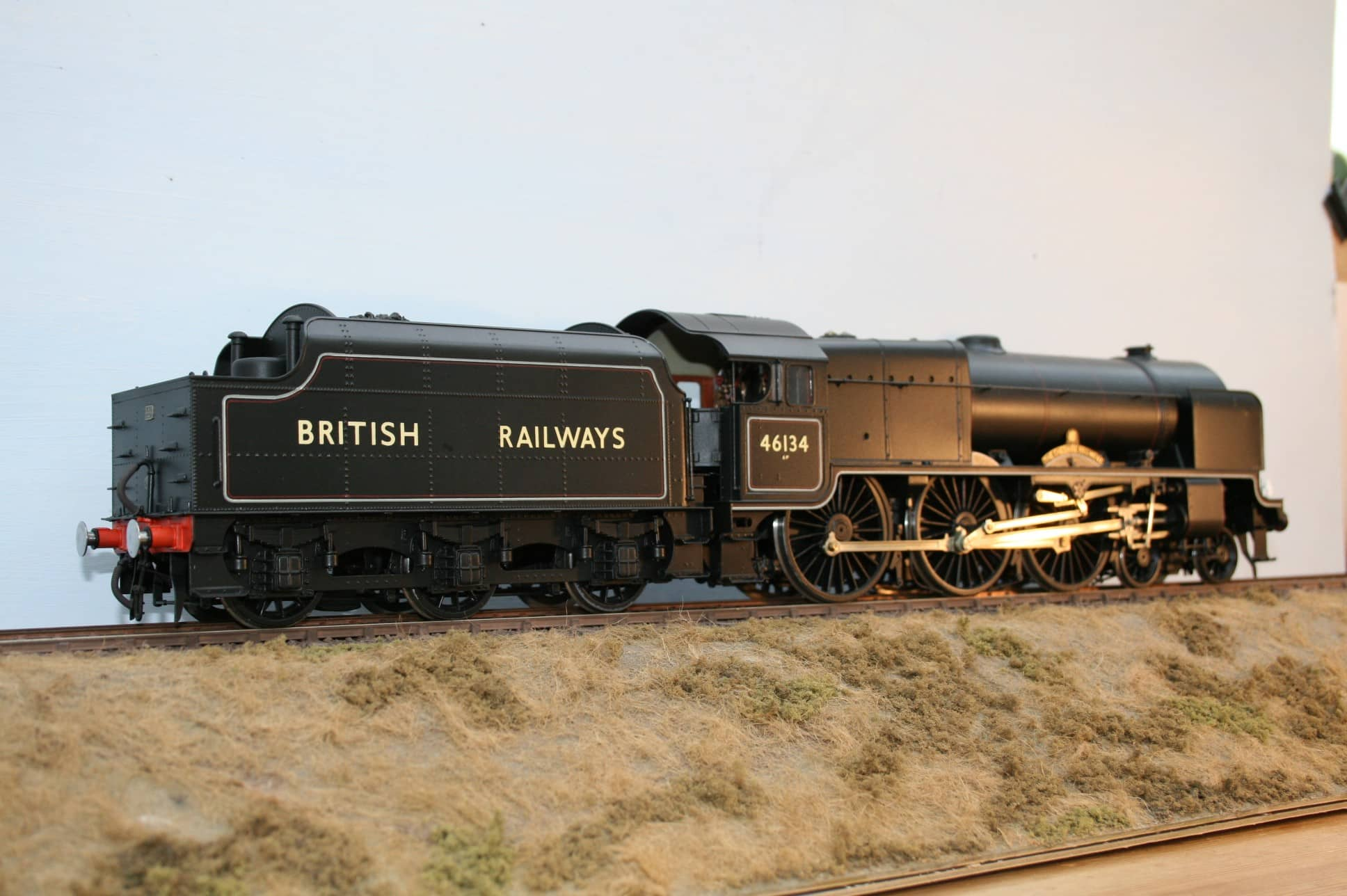 """BR(M) Class 6P """"Royal Scot"""" 4-6-0 tender engine 46134 """"The Cheshire Regiment"""""""
