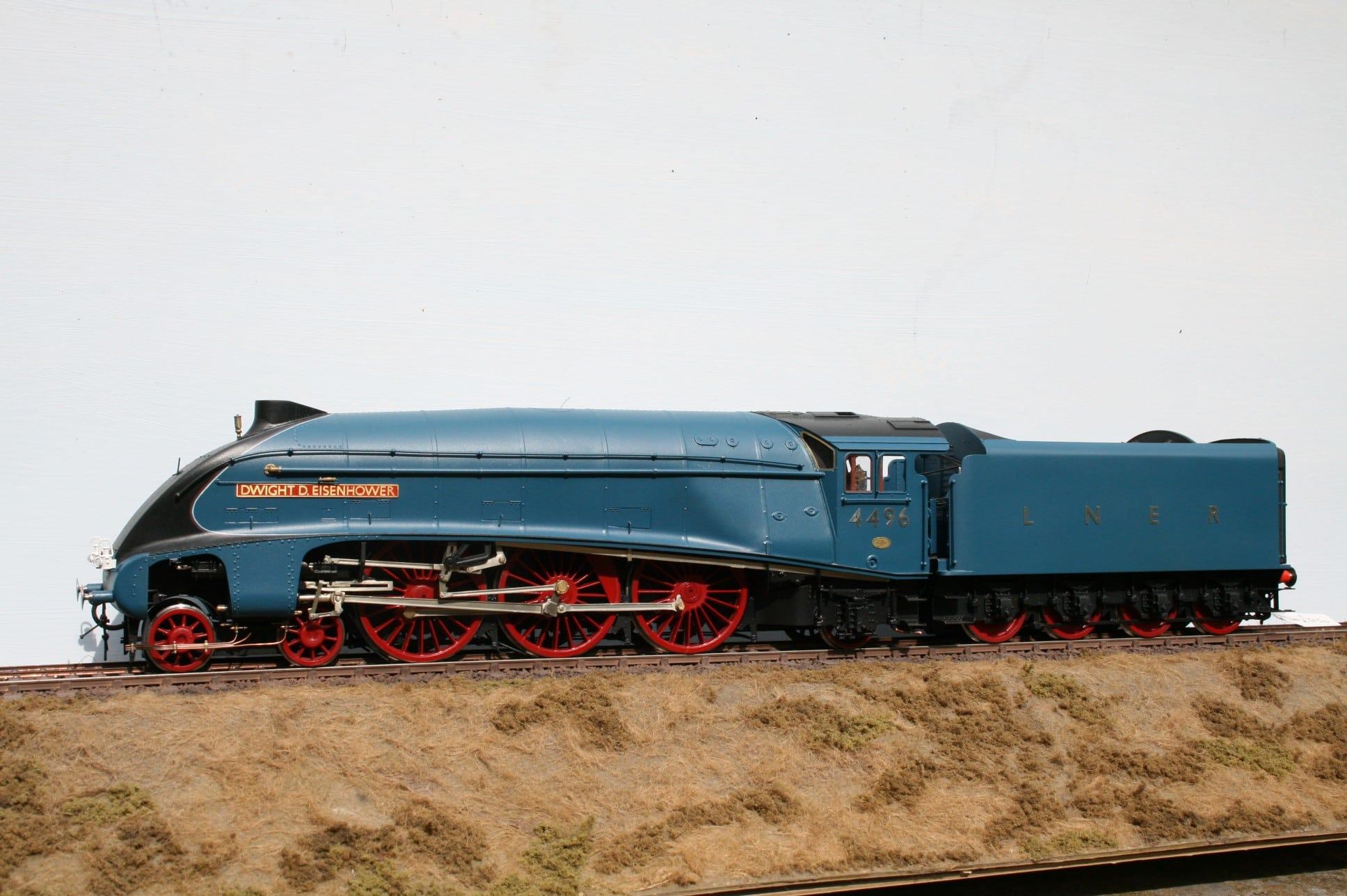 "LNER Class A4 4-6-2 tender engine 4496 ""Dwight D. Eisenhower"" in Post War Garter Blue livery"