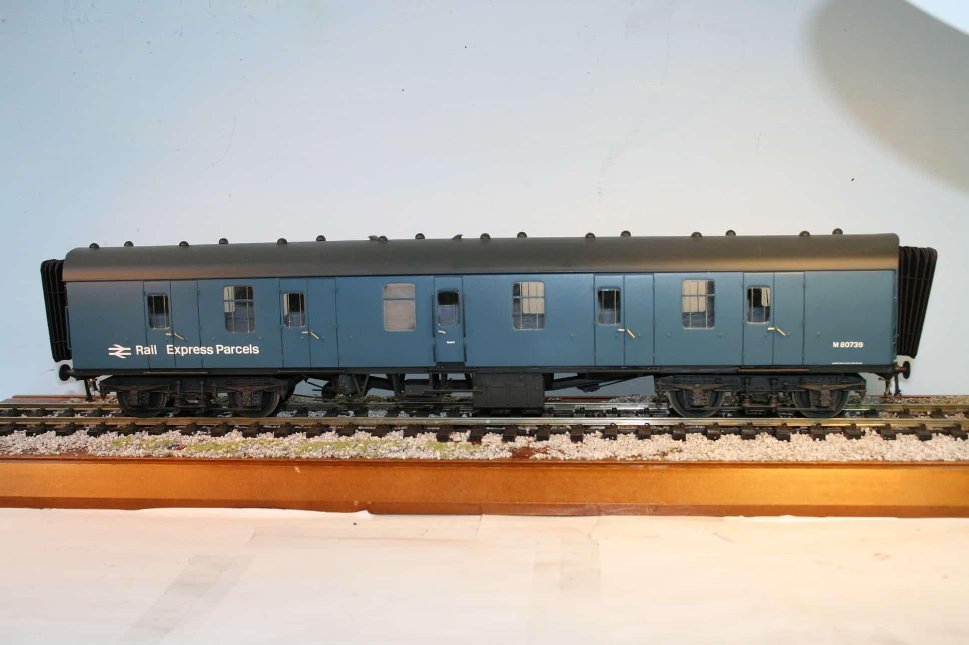 BR(M) Mk.1 Corridor Full Brake nr. M 80739 in blue livery