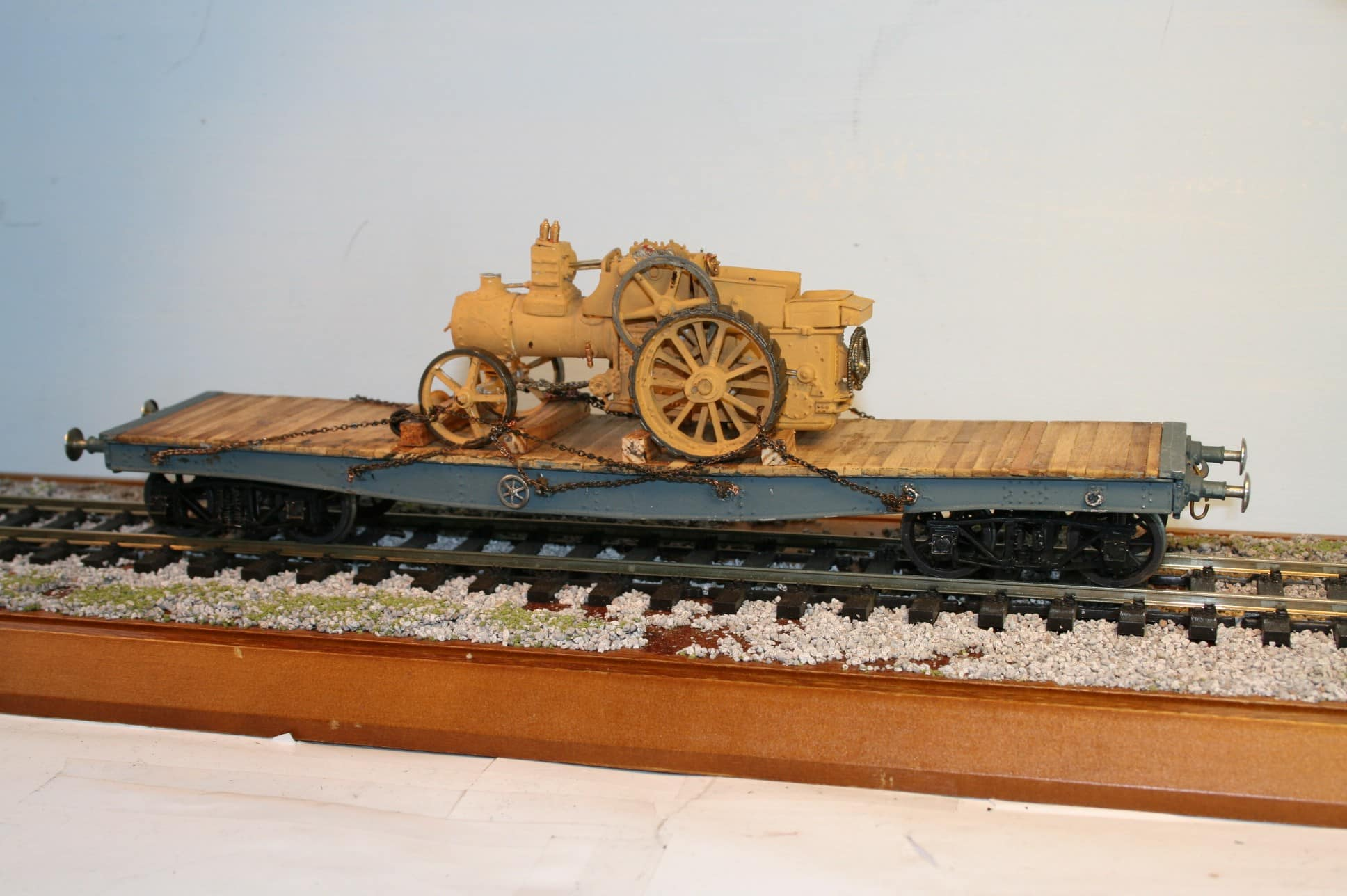 Bogie Flat Road Vehicle Wagon with Steam Tractor load