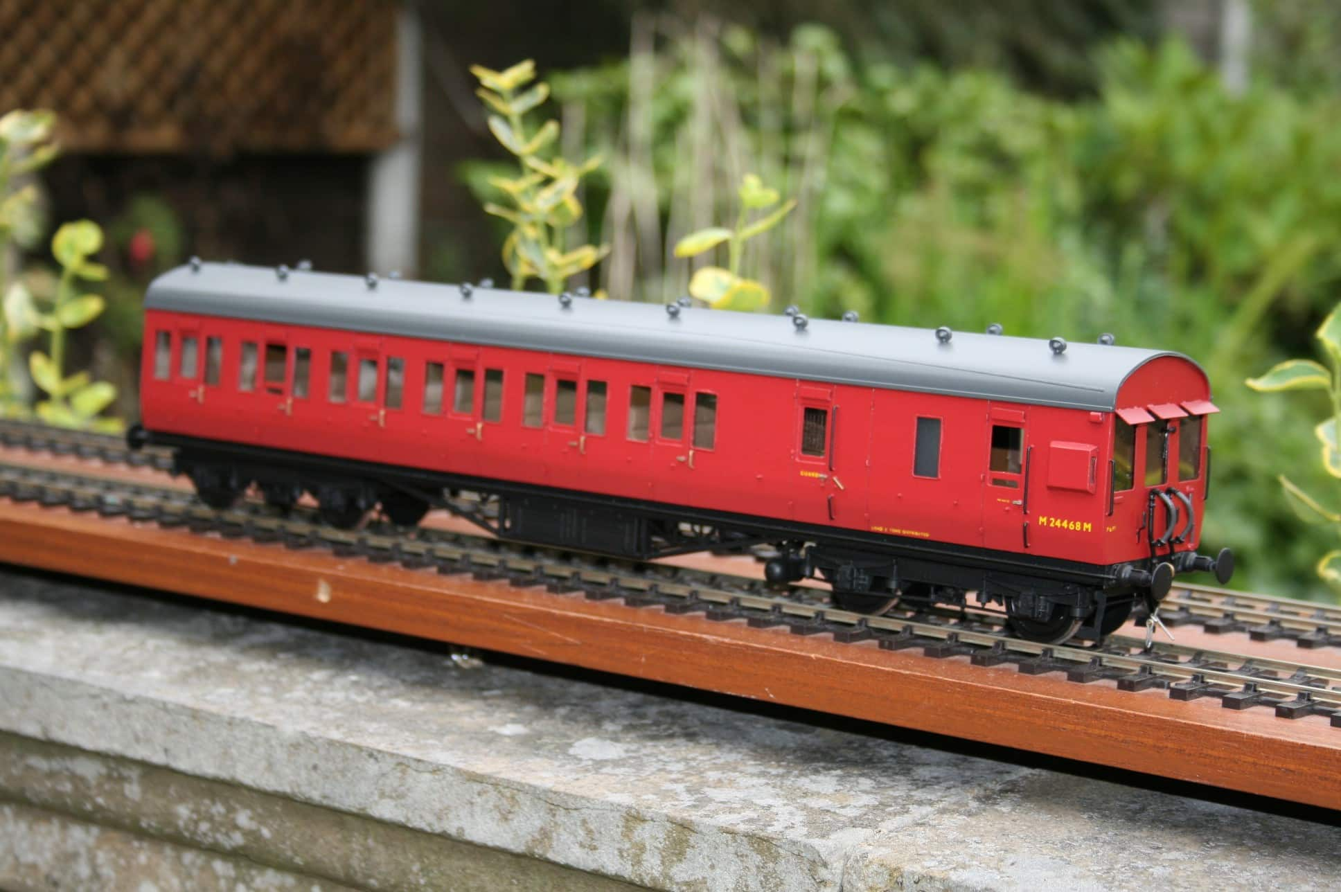 BR(M) Dia.1735 Push-Pull Carriage M 24468M in carmine livery