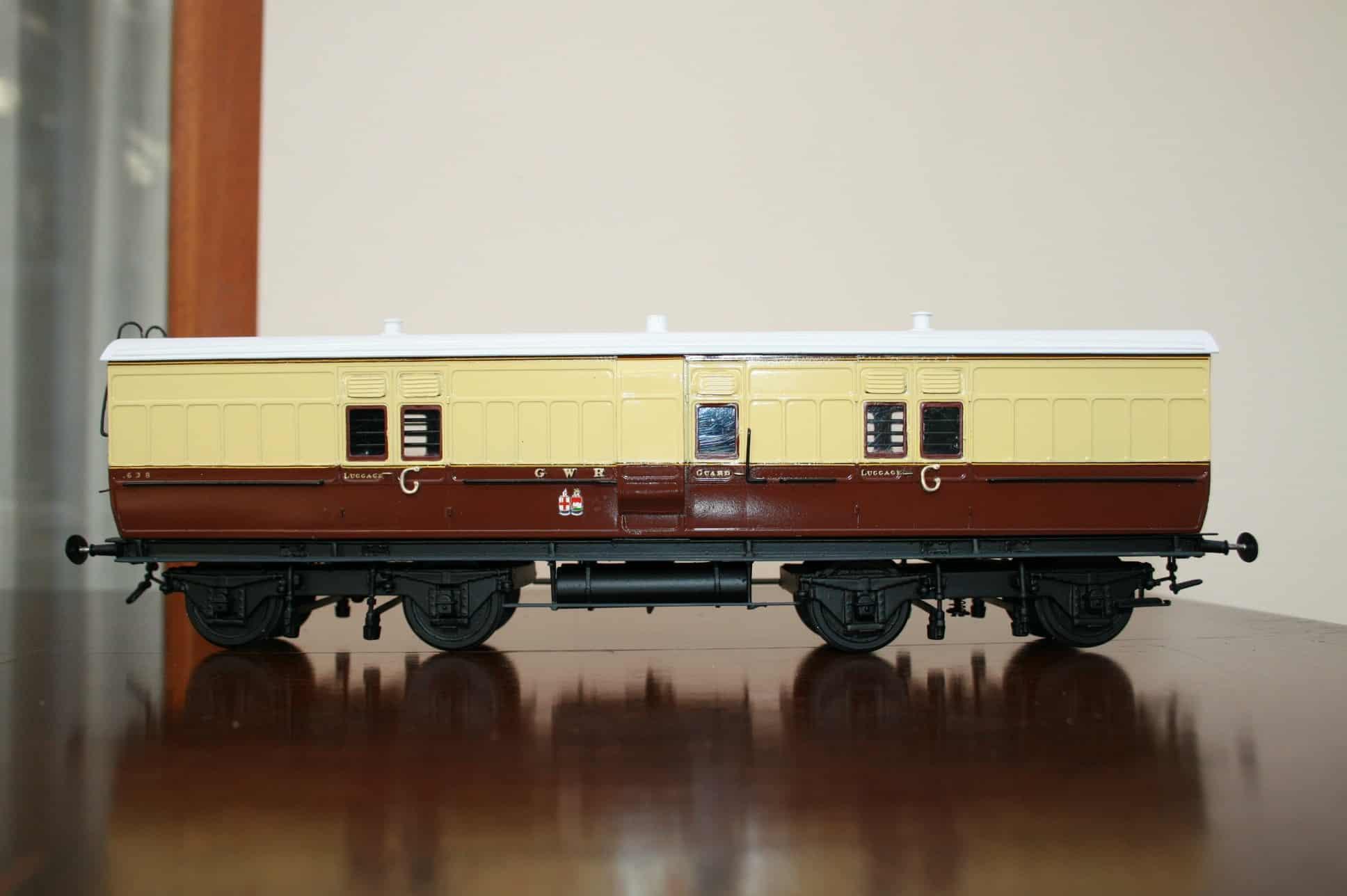 "GWR Dia. K3 40ft. Passenger Baggage Van r/n 638 ""Twin Shields"" livery"